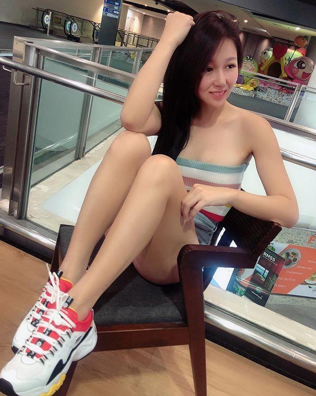 清纯雪肌女神《Angel Lau》大晒美嫩腿令人理智断线!-新图包