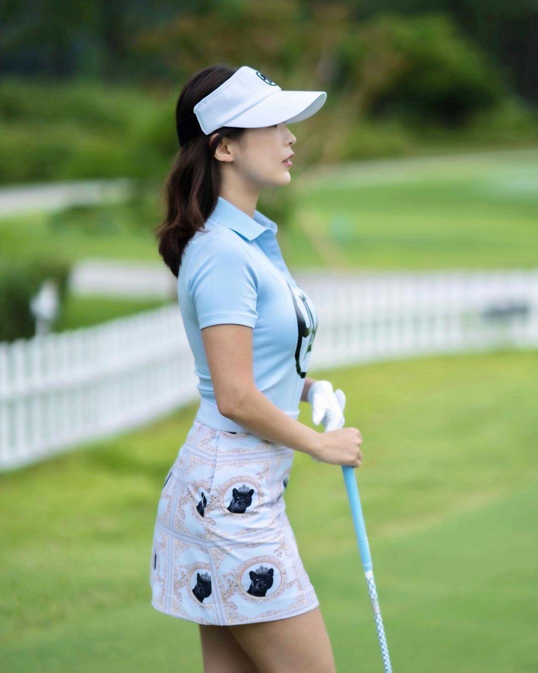 韩国高尔夫正妹Becky 狂吸 33 万粉丝好身材更让人心动 养眼图片 第2张