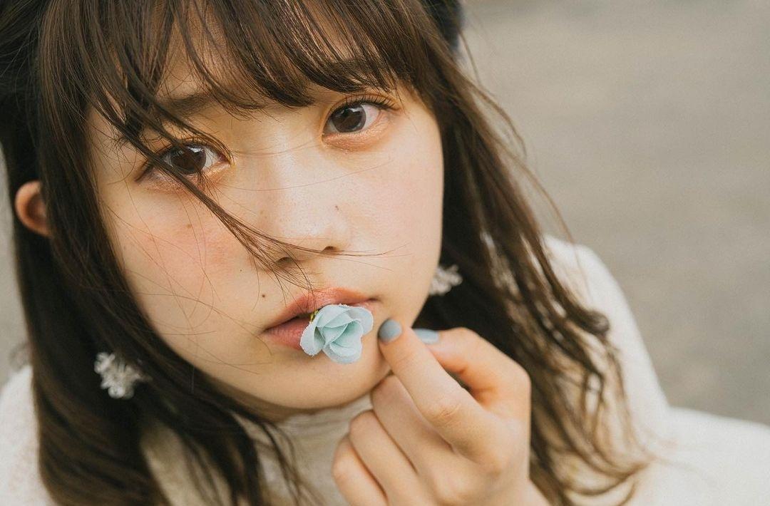 甜美小吃货「こもれびもか」总是一脸无辜吃着美食 让人看了也好想咬一口-itotii