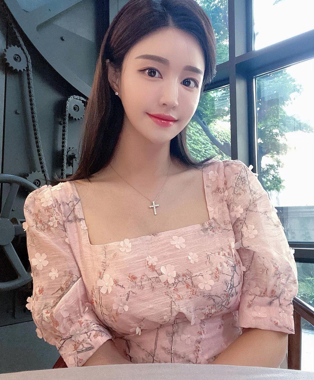 韩国美女主播「尹浩延」爱打高尔夫.球衣衬托超吸睛 养眼图片 第29张