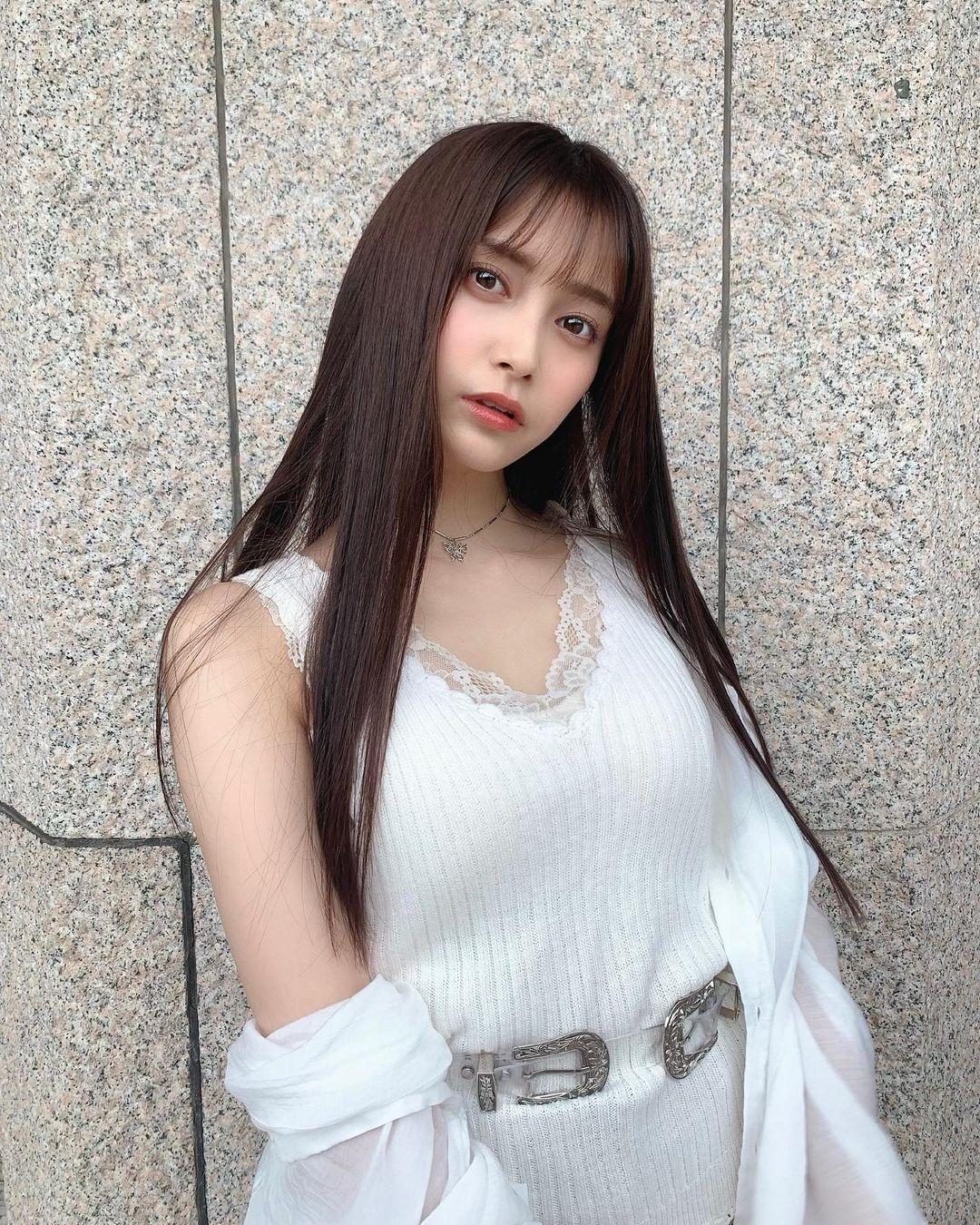 清新正妹「小山璃奈」高中一毕业就解放长腿