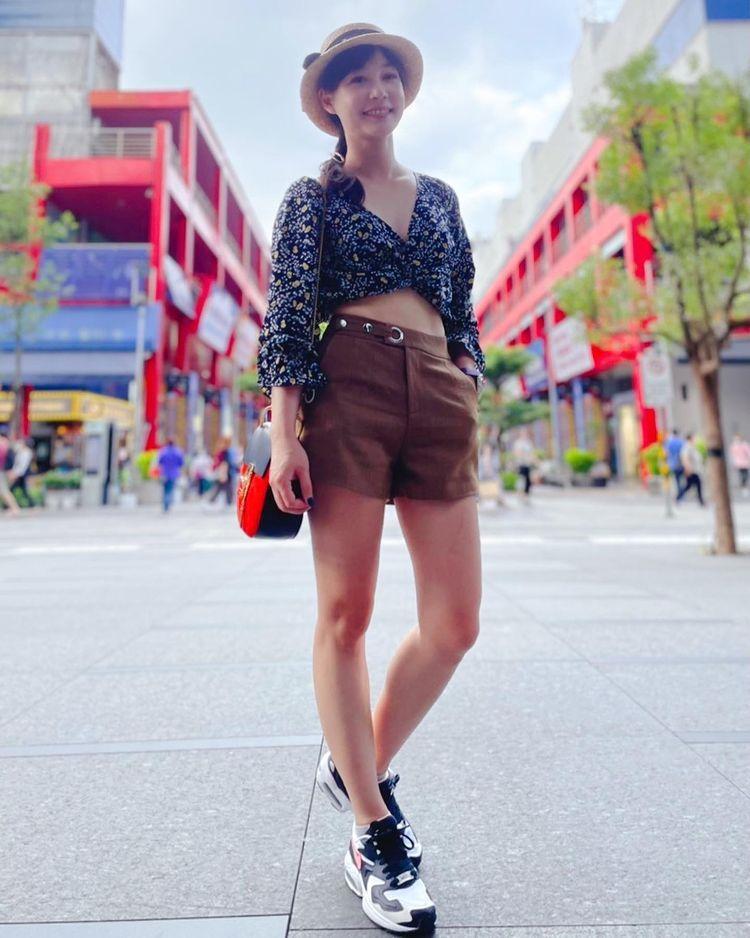 美女主播吴宇舒在家健身大晒马甲线辣照狂吸万人按赞 网络美女 第15张