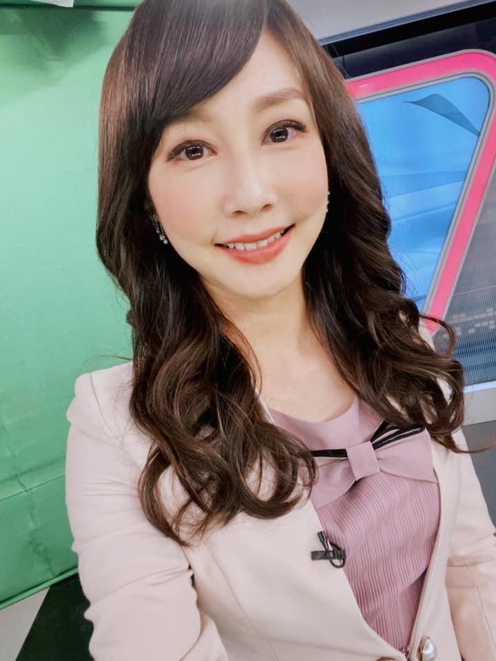 美女主播吴宇舒在家健身大晒马甲线辣照狂吸万人按赞 网络美女 第2张
