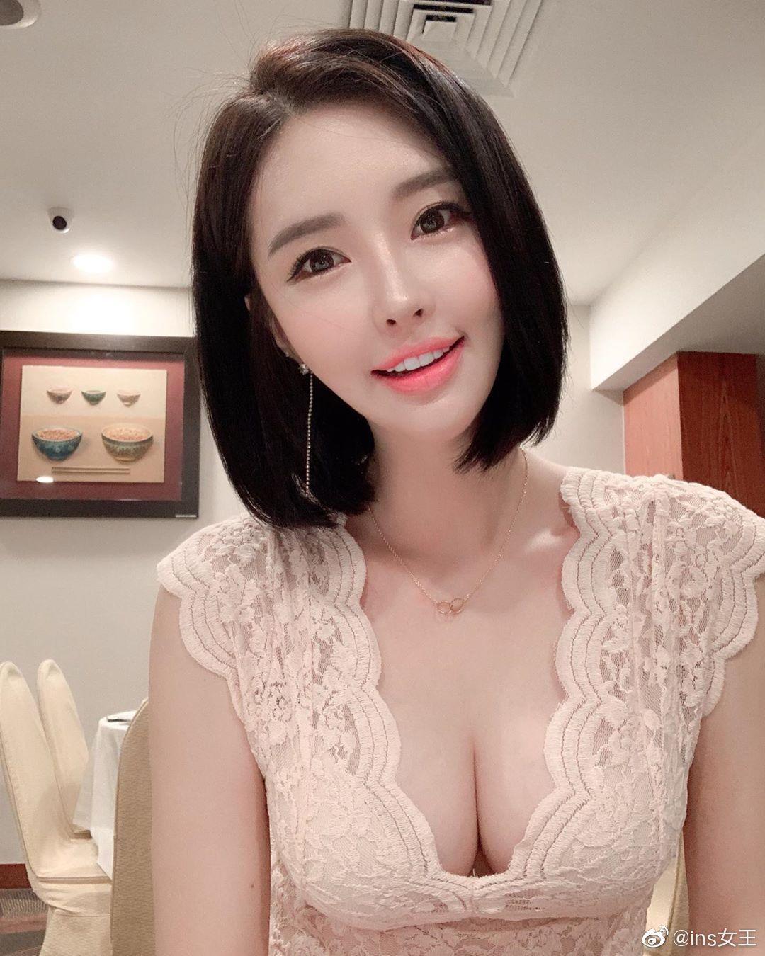 韩国美女车模生活照自拍 精致脸庞与魔鬼身材完美结合