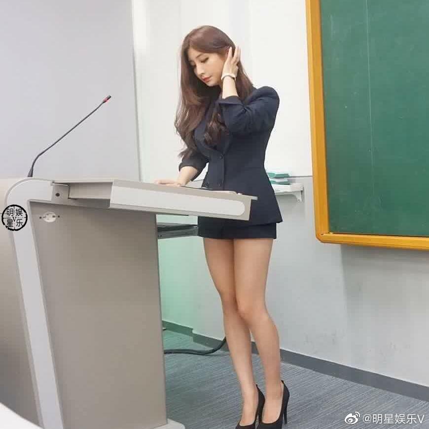 公主日记高长相的老师,估计旁听的同学会很多!美女
