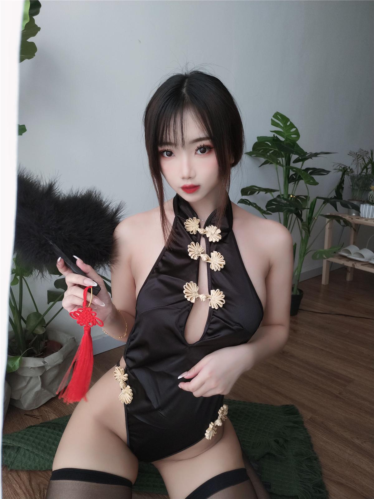 鬼畜瑶在不在w 黑色短款旗袍[35P1V-131MB]