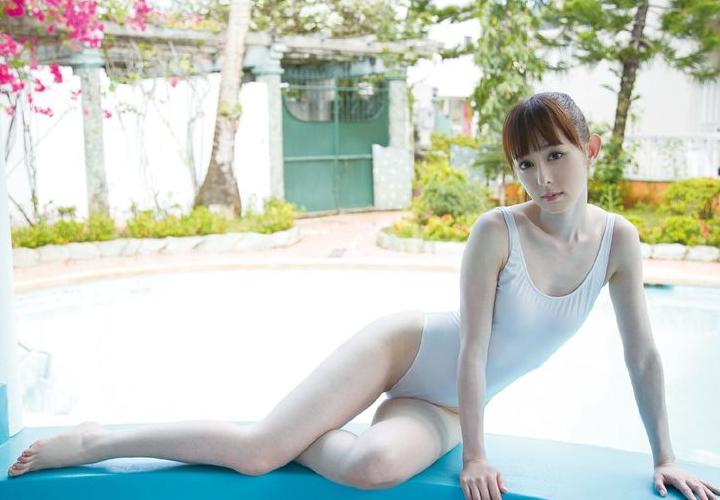 日本国宝级别的写真模特儿!秋山莉奈超清纯的泳装大放送!