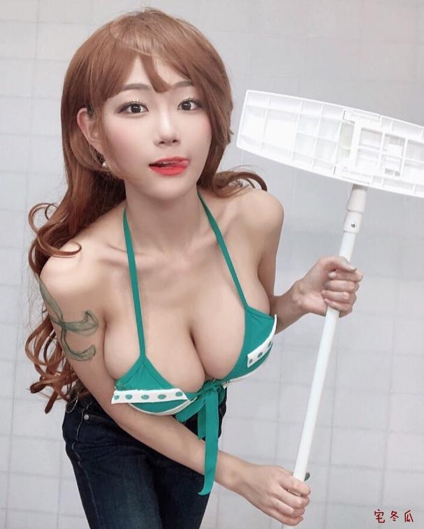 Cos风格超级大胆的韩国女主播Berry!娜美cosplay图片欣赏!