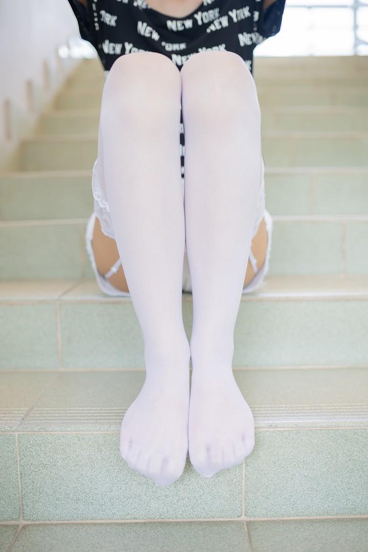 白丝吊带袜 腿控领域