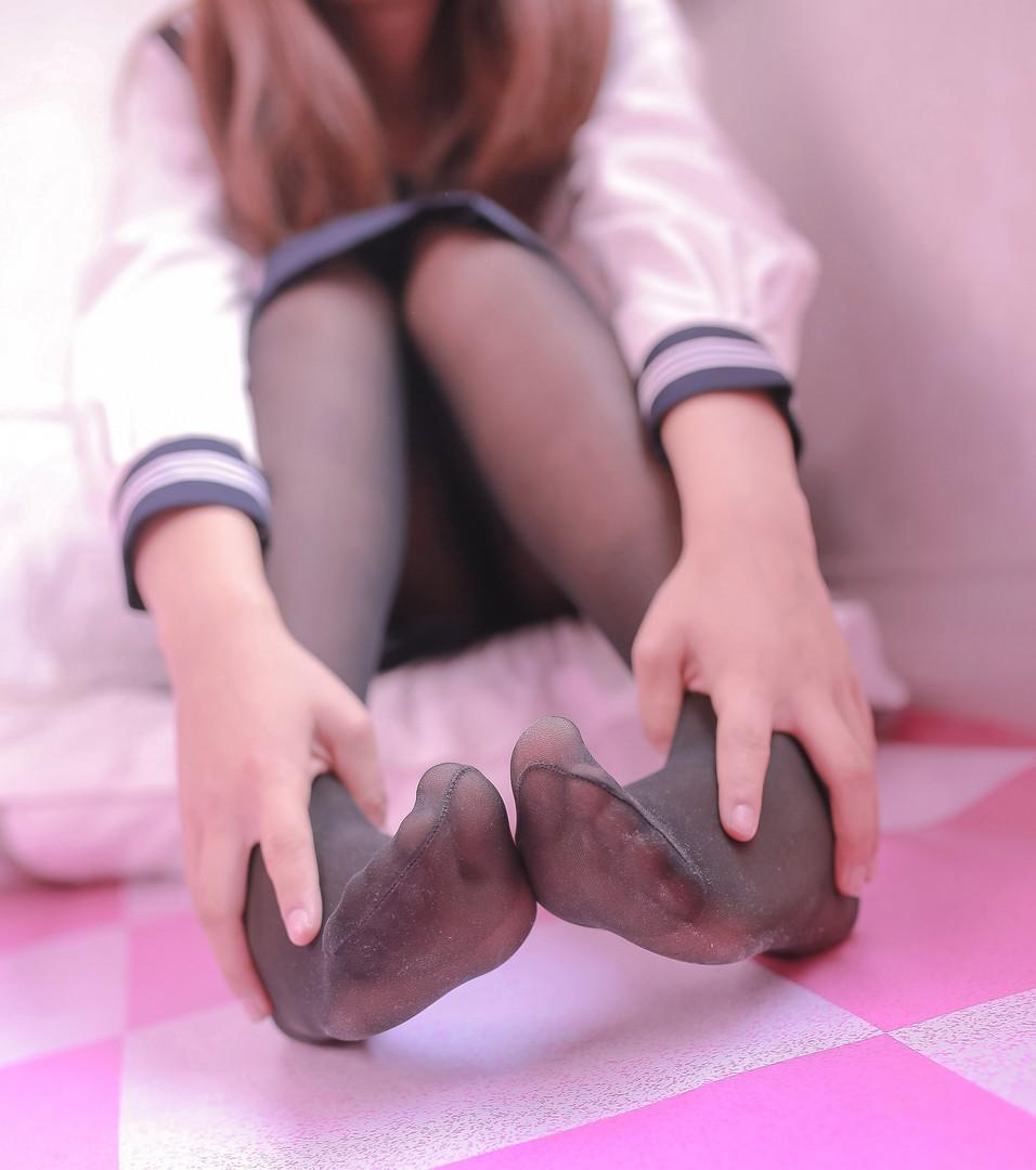 黑丝与肉丝 腿控领域