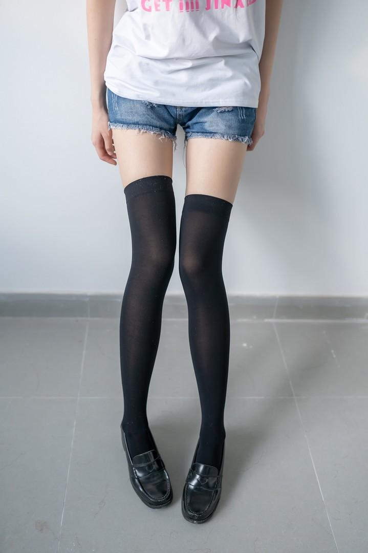 006e5ANEgy1g8pq58780jj30jz0u0ach - 黑色半筒袜