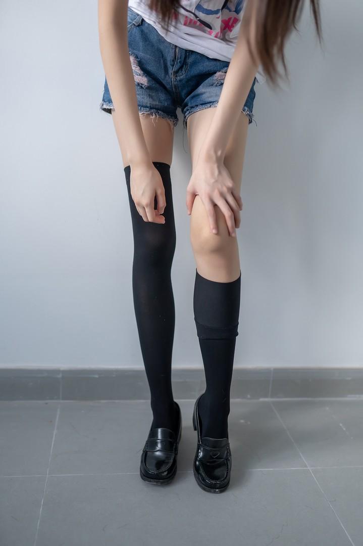 006e5ANEgy1g8pq589p2oj30jz0u0jtu - 黑色半筒袜