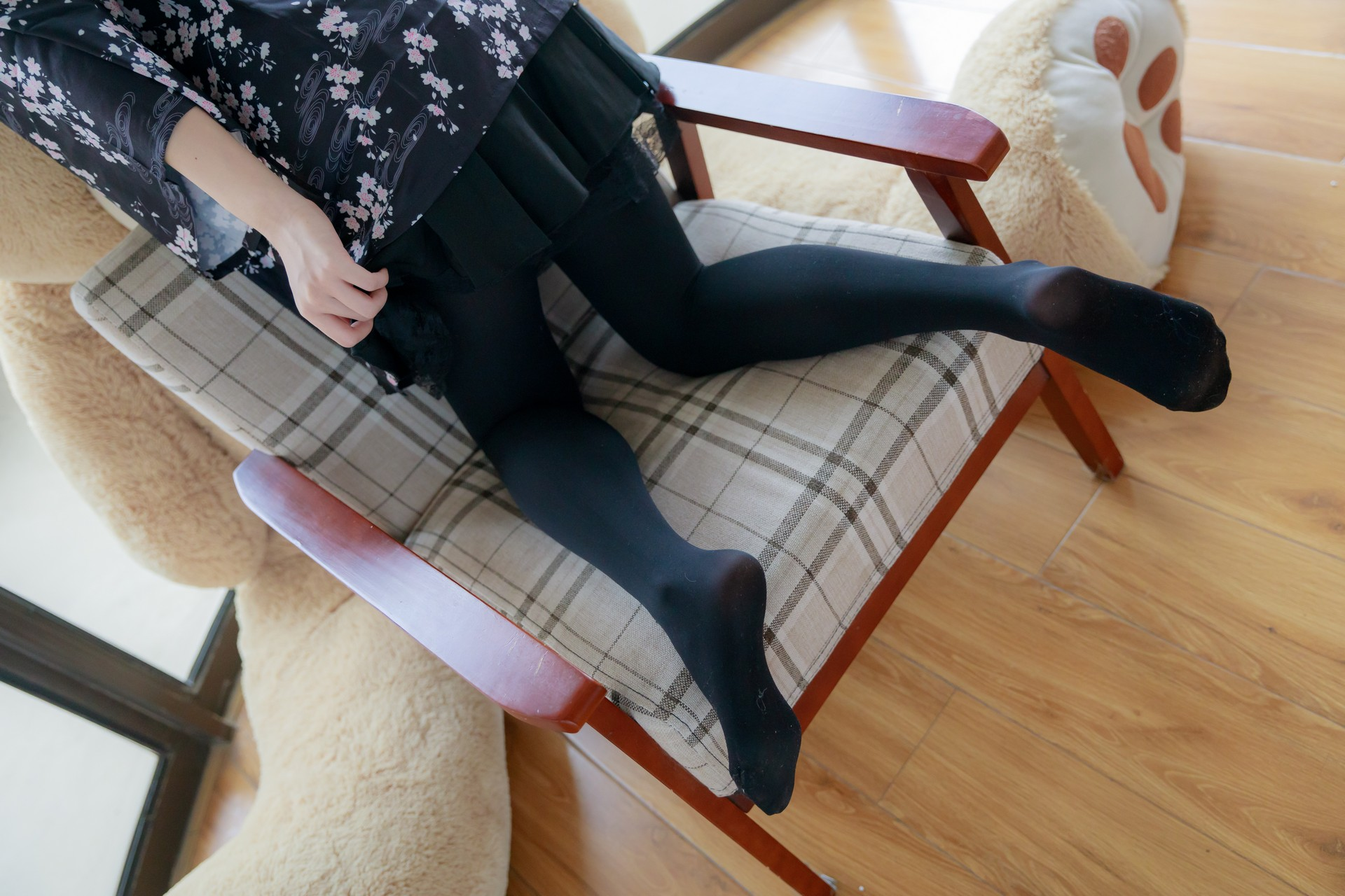 椅上黑丝少女 腿控领域