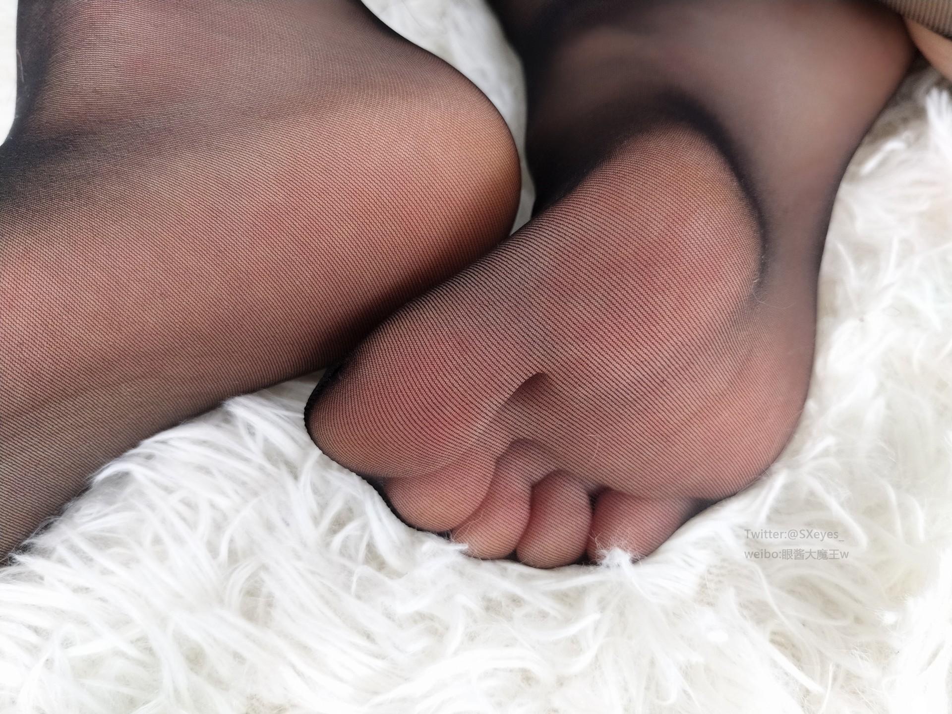 [眼酱大魔王 w]黑丝美臀 腿控领域