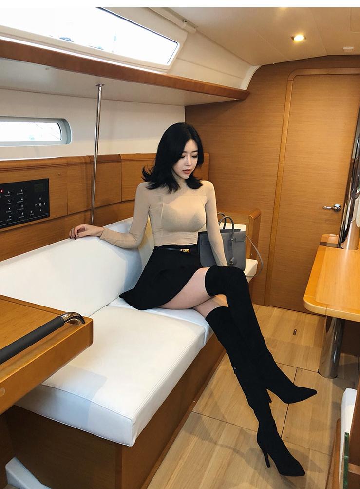 长靴配长腿的完美身材凸显性感大长腿