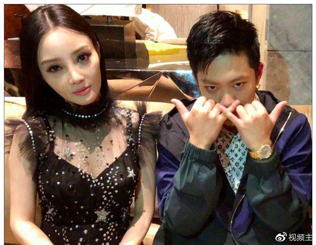 PGone与李小璐去年最痛苦的时候,拍视频互相鼓励,PGone与李小璐的亲吻视频 热门事件 第3张