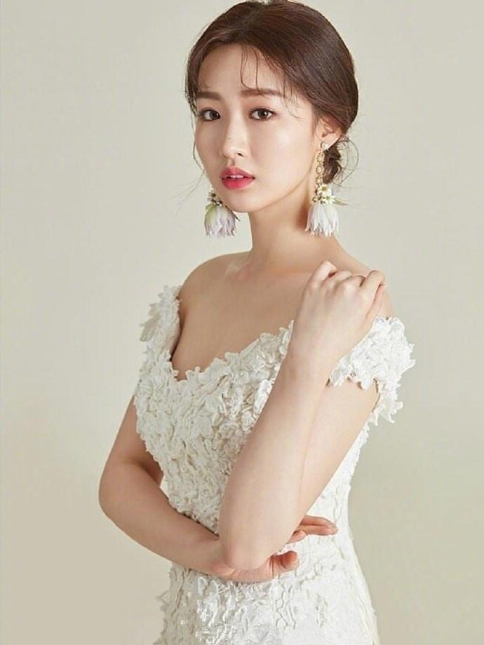 准新娘的发型与礼服搭配参考,结婚就得这么来!