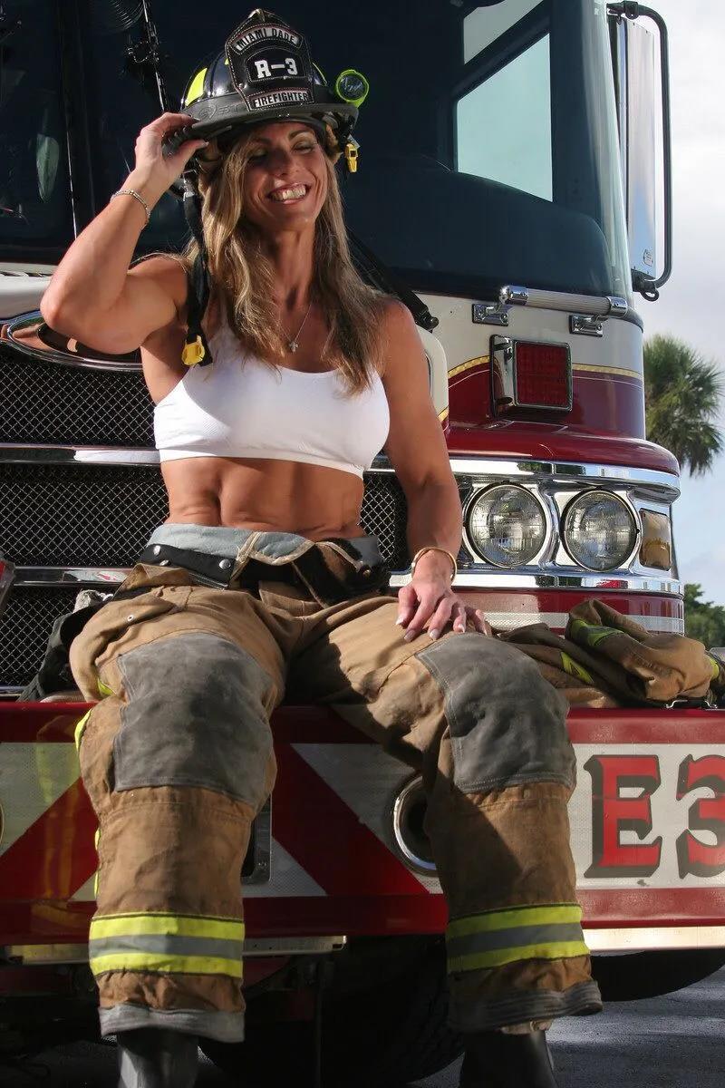 萌妹子《澳大利亚消防员日历》的图片 第32张