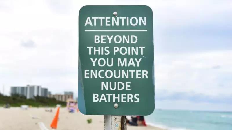 萌妹子全裸海滩的图片 第3张