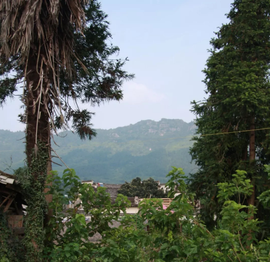 在那遥远的小山村
