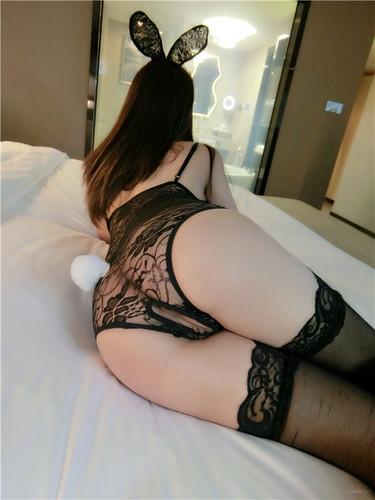 微博嫩妹@麻酥酥哟-VIP视图-兔子小姐羞耻开X裤[ALL/251MB]