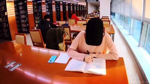 网红少女@浪味仙儿 VIP视频 大学图书馆紫薇[MP4/215MB]