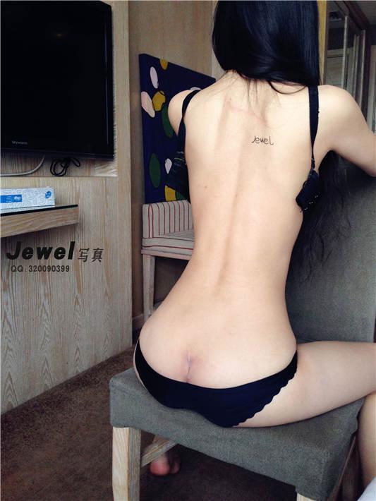Jewel雪婷原创大尺度无圣光VIP套图视频[1167P/4V/1.01GB]