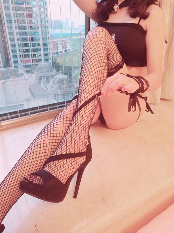 网红少女@麻酥酥哟-猫女制服(情趣T字内内嫩乳大奶翘臀挑逗)[3V/187MB]
