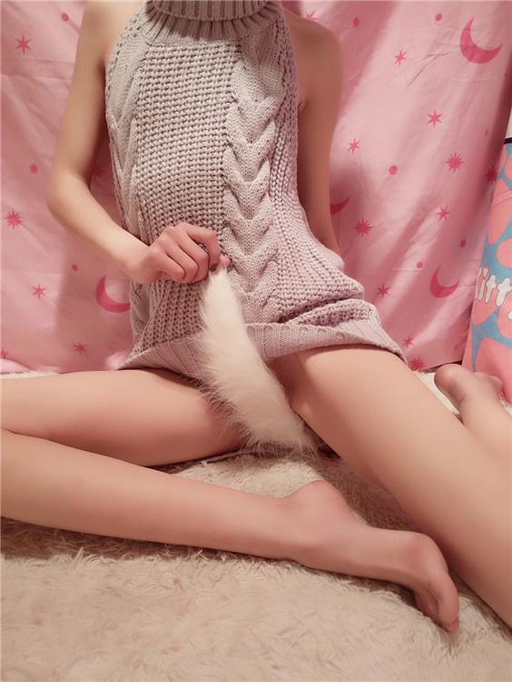 网红妹子@小仙-针织衫/透明蕾丝/小护士 高清图套图+视频[695MB]