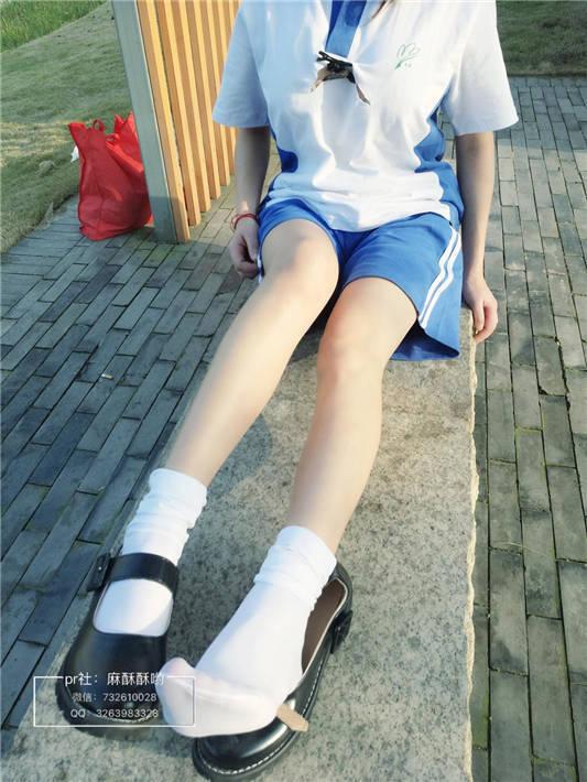 网红女神@麻酥酥哟 校服踏青[20P/2V/57MB]