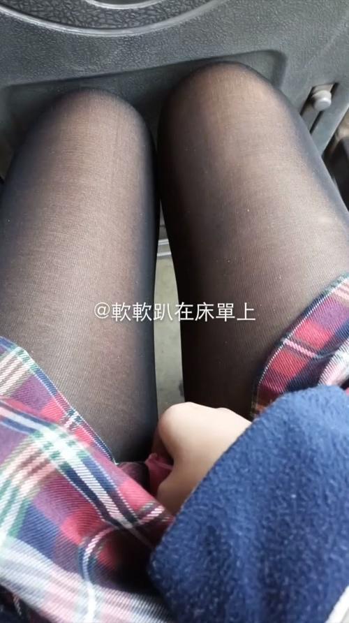原创作品社区网红少女 软软趴在床单上 公交车跳蛋 视频 – 1V