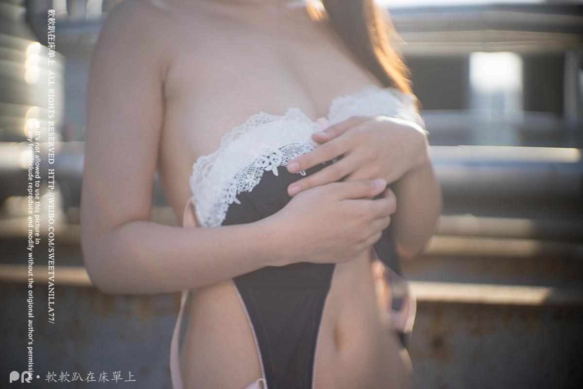 爆乳网红美少女VIP天台高校制服美少女羞涩露出[MP4_81MB]