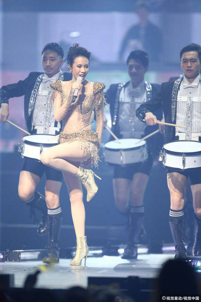 昨天的台北演唱会,我不相信这是48岁的莫文蔚身材! https://www.hiquer.com