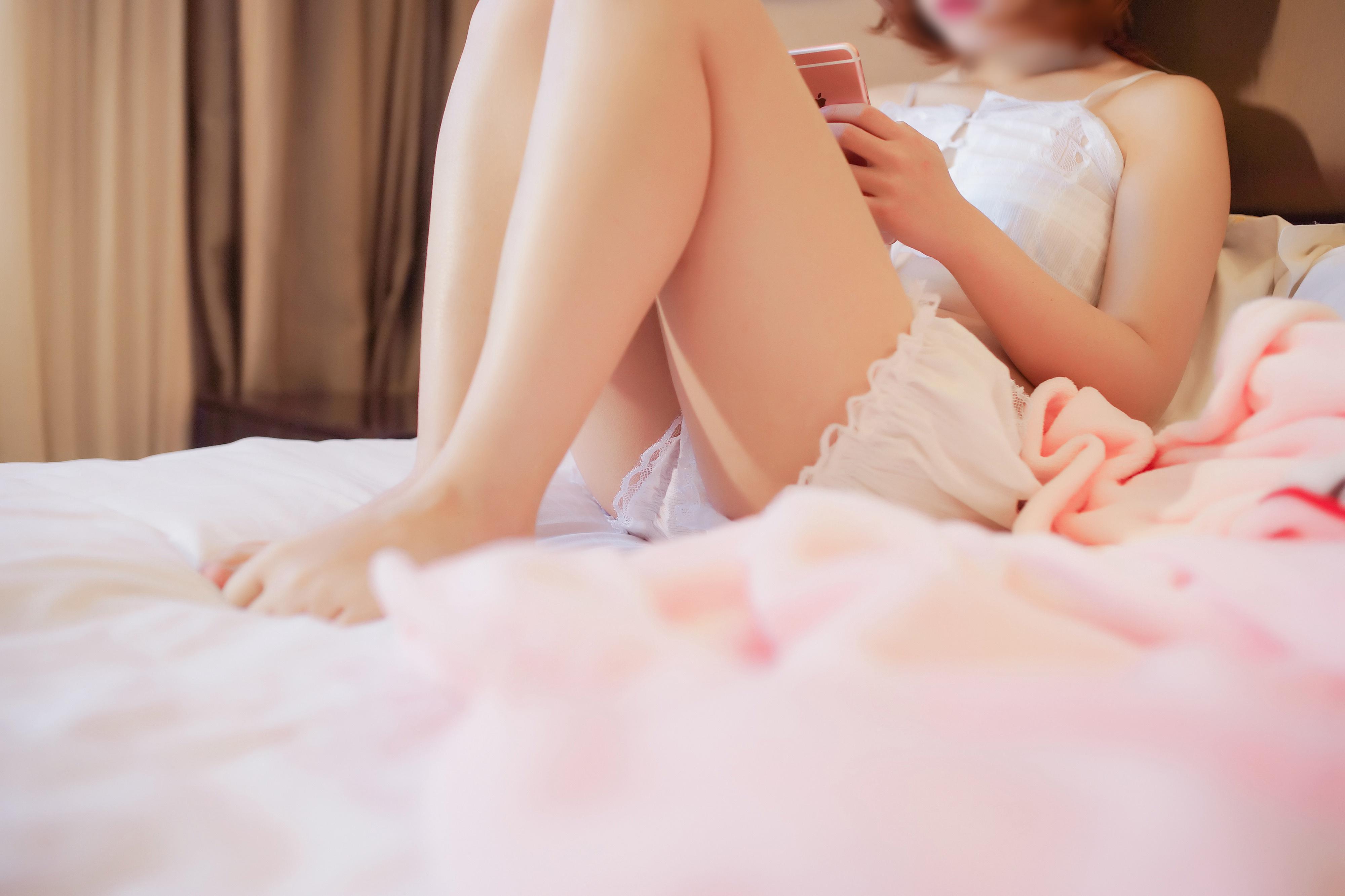 [Cosplay]映画系列之凯蒂猫睡袍 [96.4M]妹子图包 liuliushe.net六六社 第2张