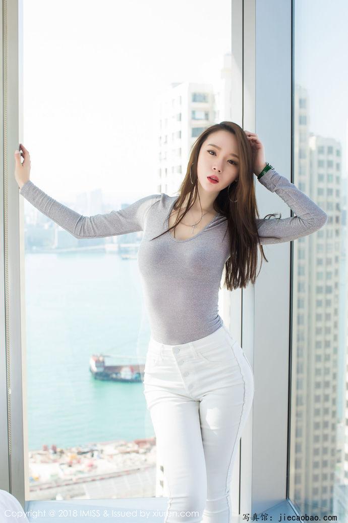 姐妹花梦心玥和萌琪琪摄人魂魄的性感写真鉴赏