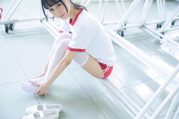 jk 制服小姐姐上体育课了 清纯丝袜