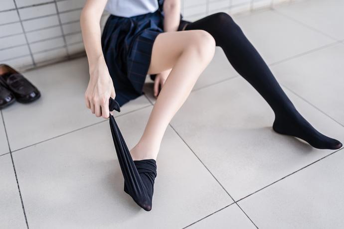 jk 制服小姐姐脱掉黑丝的美腿