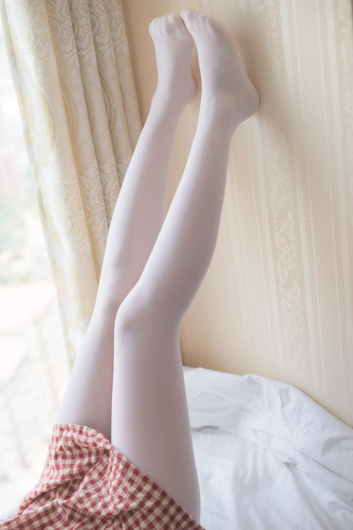 穿格子裙的双马尾白丝小萝莉 清纯丝袜