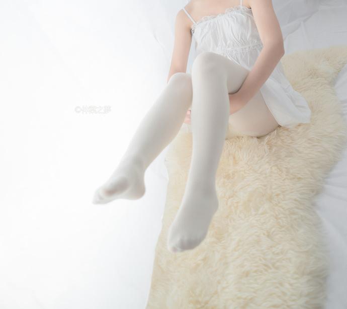 轻兰映画 单纯好骗的白丝小萝莉 清纯丝袜