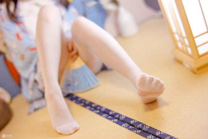 JKFUN 民宿里的白丝小萝莉 清纯丝袜