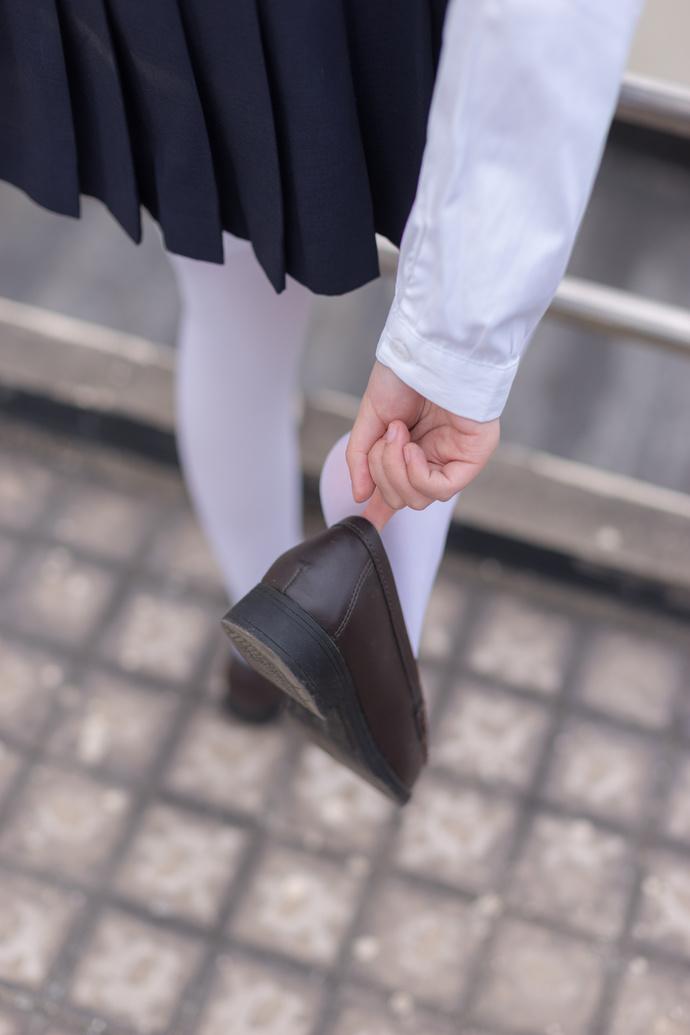 轻兰映画 JK 制服妹妹一个人在天桥 清纯丝袜