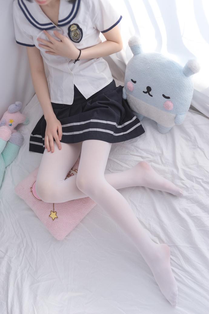 轻兰映画 美腿萝莉白床单 清纯丝袜