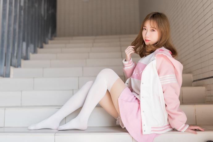 风之领域 026 楼梯间的白丝粉嫩少女写真