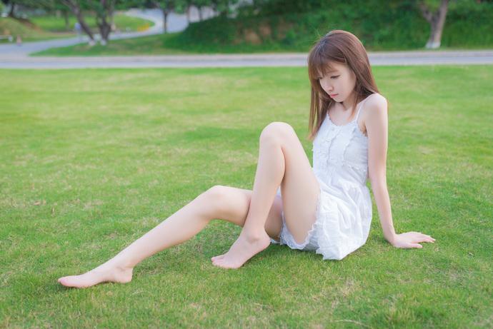 风之领域056 草地上的元气少女