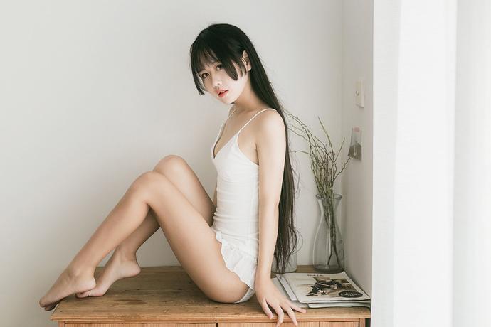 果腿少女的清凉小吊带