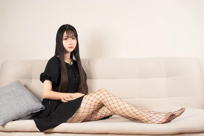 黑裙少女的网袜