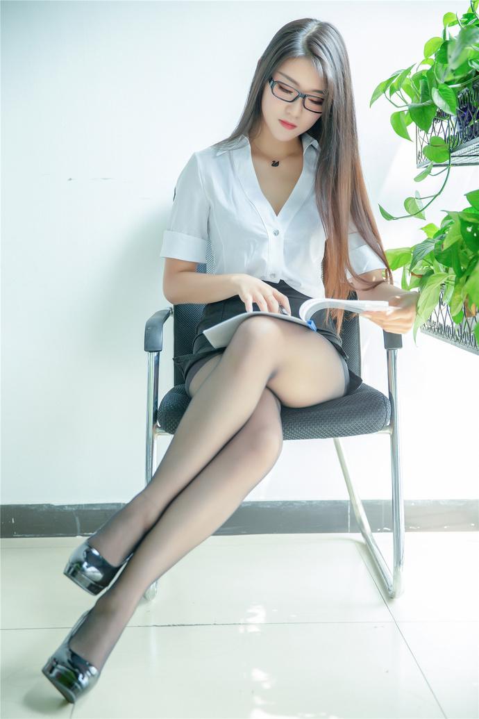 秘书小姐姐的制服 国内模特