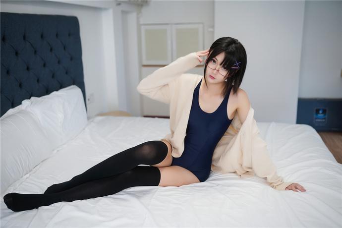 黑丝半筒袜和死库水少女的美腿