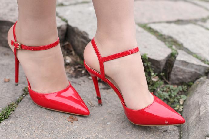 红色高跟鞋 国内模特