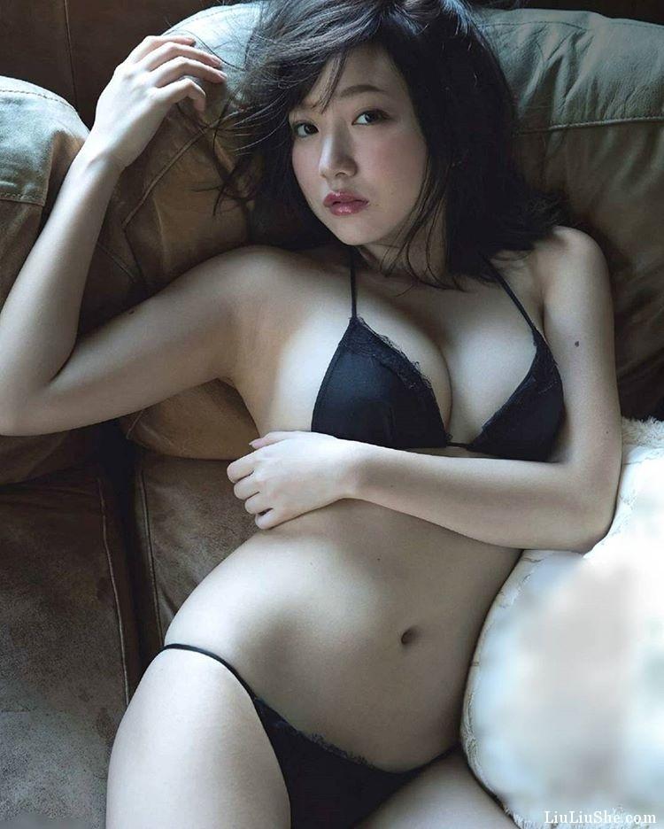 童颜微肉感女孩《京佳》,发育良好的欧派让人好想埋进她怀里!